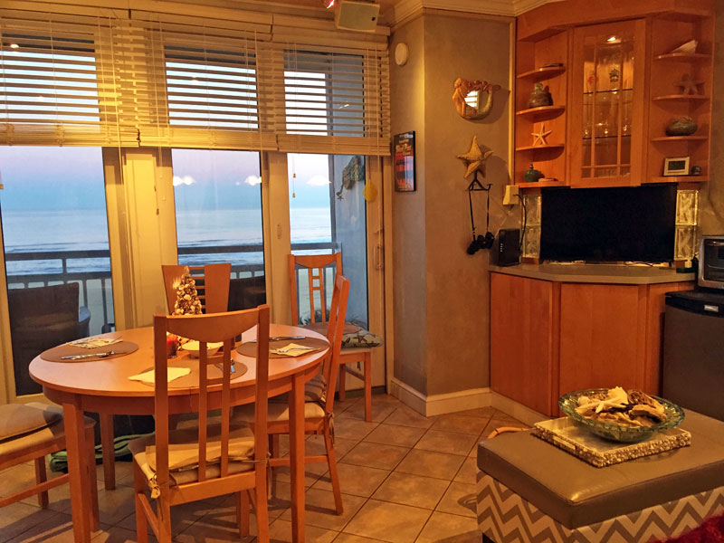 Virginia Beach Vacation Rental Oceans II  305 - 4005 Atlantic Ave.